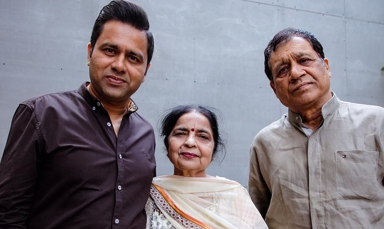 akash chopra with his father mother