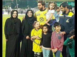 Shahid Afridi with his doughters